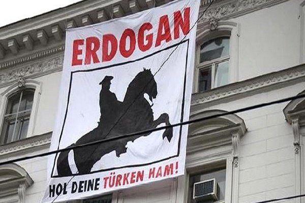 مردم استانبول با قابلمه به خیابان ها ریختند