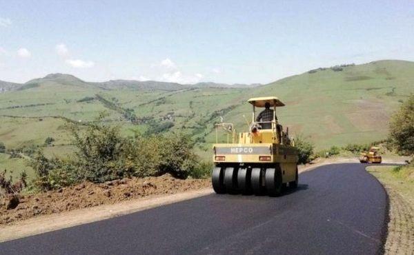 بهسازی و احداث 10 پروژه راه روستایی در شهرستان بستک
