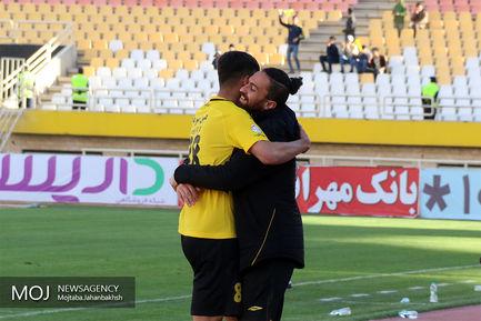دیدار تیم های فوتبال سپاهان اصفهان و پارس جنوبی جم