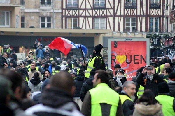 درگیری جلیقه زردها و نیروهای پلیس فرانسه
