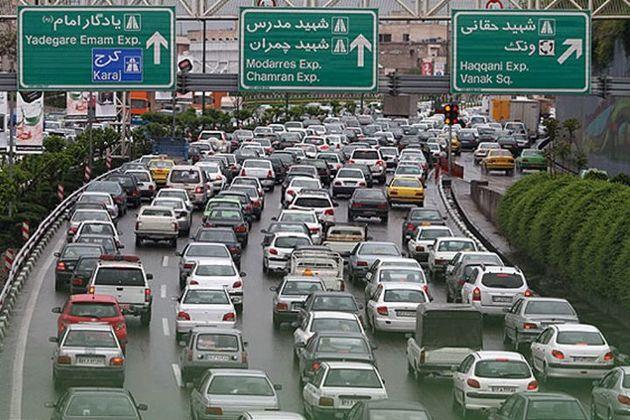 ترافیک در آزاد راه تهران-کرج نیمه سنگین است/ بارش برف در محور ساری -کیاسر
