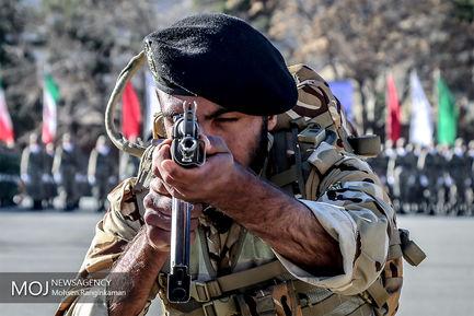اعطای سردوشی به دانش پژوهان آموزشگاههای نظامی ارتش