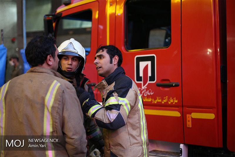 آتش سوزی در نخلستانهای سیاهو/اعزام سه تیم آتش نشان برای اطفای حریق
