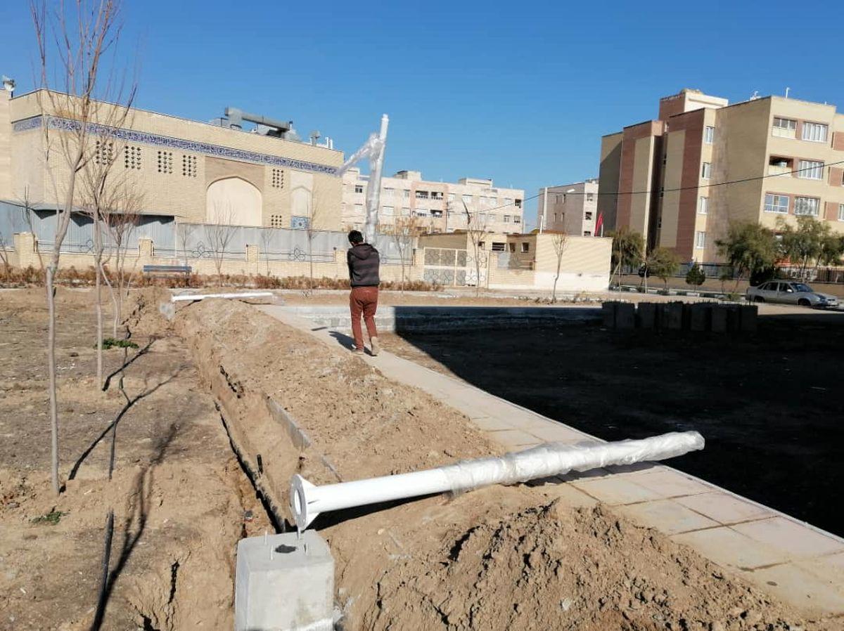 عملیات اجرایی روشنایی و تکمیل ابنیه بوستان محله ۵ مسکن مهر آغاز شد
