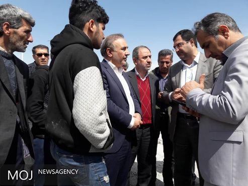نیروی مقاومت بسیج شهرستان دورود در جابجایی وسایل مردم و تخلیه روستاها پای کار آمده است