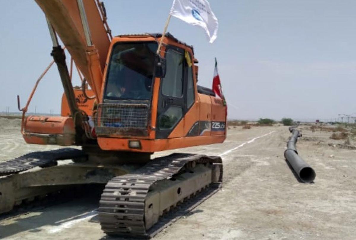 آغاز عملیات اجرایی خط انتقال آبرسانی تلنگ به شهرستان سیریک