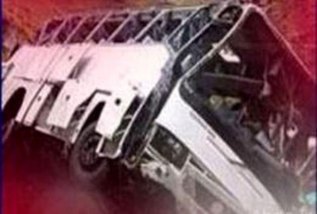واژگونی سرویس مدرسه در تهران / حضور عوامل امدادی و اورژانس در محل حادثه