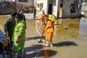 تخلیه آب خانه ها و اماکن عمومی توسط شهرداری اصفهان در مناطق سیل زده سیستان و بلوچستان
