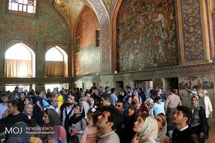 کاخ چهلستون اصفهان میزبان مسافران نوروزی