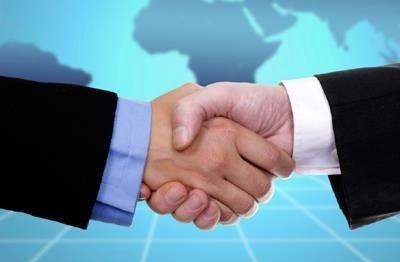 تفاهم نامه همکاری بانک خاورمیانه و شرکت آسیاتک امضا شد