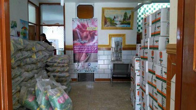 توزیع 328 سبد غذایی و حمایتی مادران باردار و شیرده در لنده