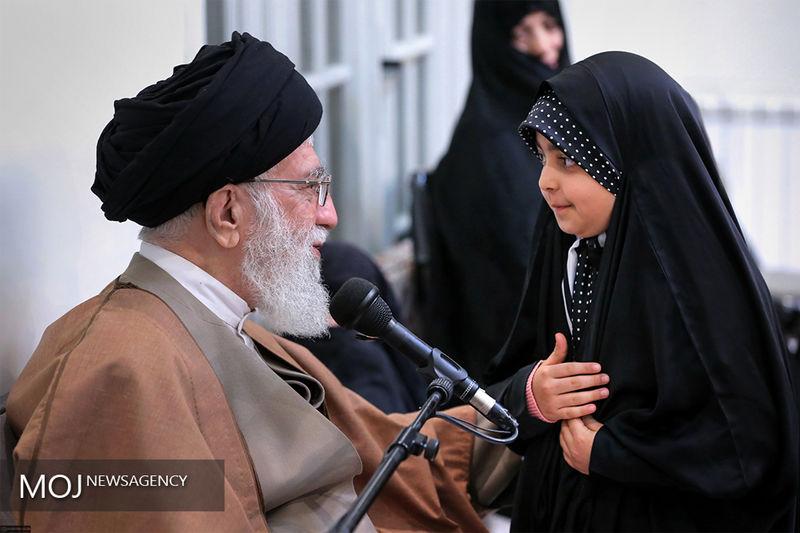 دیدار مقام معظم رهبری با خانواده های شهدای دفاع مقدس و مدافع حرم