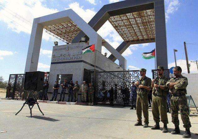 حماس گذرگاه رفح را پس از 10 سال تحویل تشکیلات خودگردان داد
