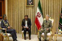 فرمانده نیروی هوایی ارتش عمان با وزیر دفاع دیدار کرد