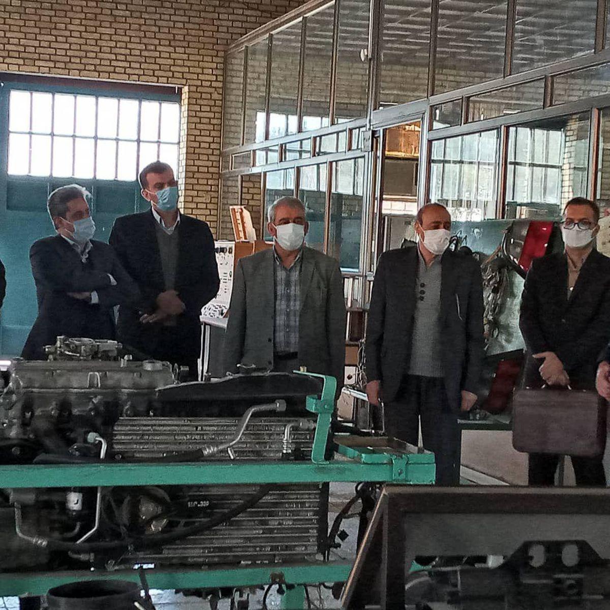 اجرای آموزش دوگانه در مراکز آموزش فنی  و حرفه ای و محیط کار واقعی