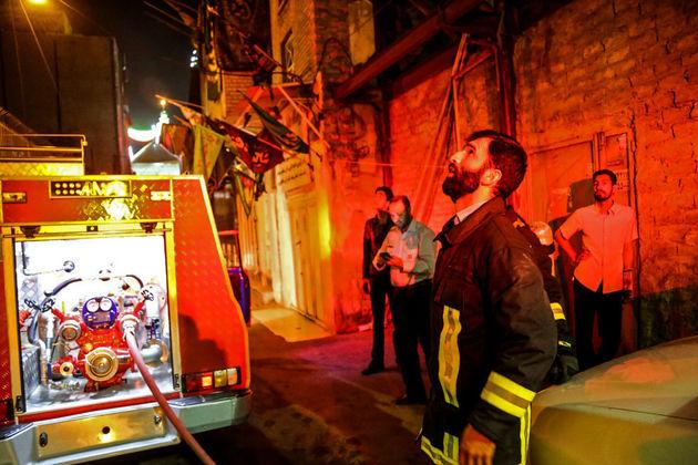 نجات 20 نفر در پی آتشسوزی در انبار پارچه/آتش مهار شد