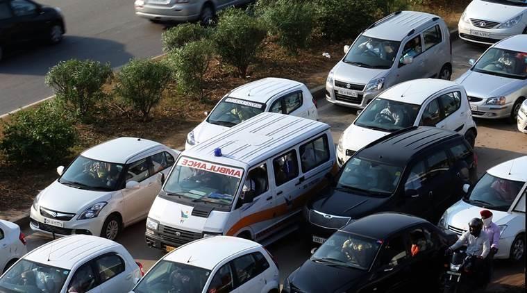 تعقیب کنندگان آمبولانسها جریمه می شوند/ نرخ جریمه اعلام شد