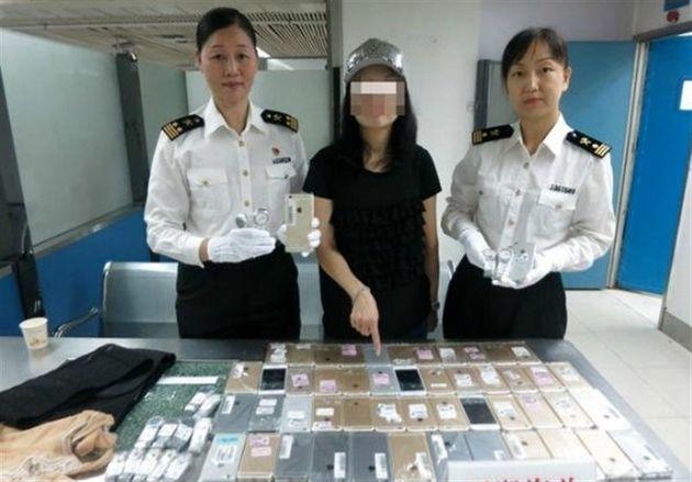 دستگیری قاچاقچی زن همراه با ۱۰۲ گوشی آیفون