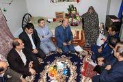 دیدار معاون استاندار گیلان با دو خانواده شهید