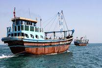 توقیف دو فروند لنج صیادی ترال در آب های جاسک
