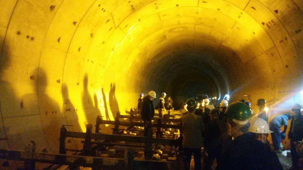 نصب نخستین کراس آور ساخت داخل کشور در مترو قم