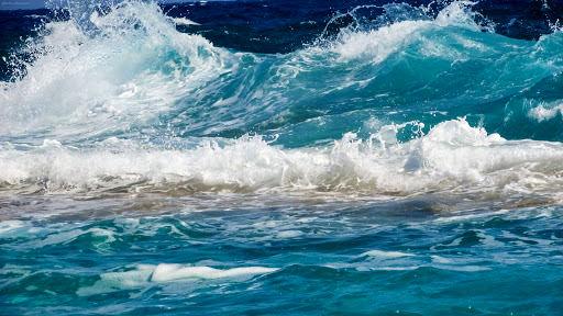 خلیج فارس مواج است/شناورهای سبک از تردد دریایی خوددداری کنند