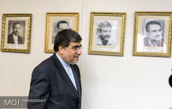 اشک های کارگردان در پاسخ به پرسش خبرنگار / لغو پروانه نمایش فیلم های در حال اکران