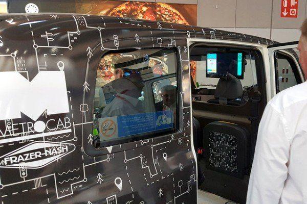 تبدیل تاکسی ها به دفتر کار و سالن نمایش فیلم متحرک در لندن