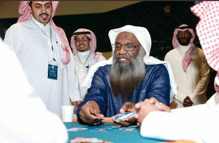 واکنش تند کاربران شبکه های مجازی به ورق بازی امام جماعت مسجدالحرام