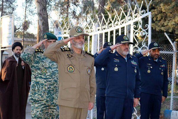 سرلشکر موسوی از پایگاه هوایی شهید دوران شیراز بازدید کرد