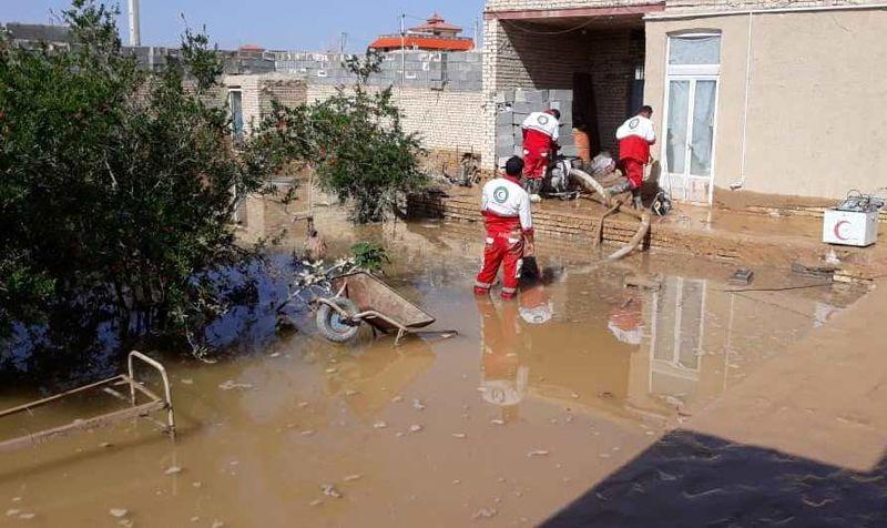 امدادرسانی هلال احمر استان اصفهان به 52 نفر گرفتار در سیل