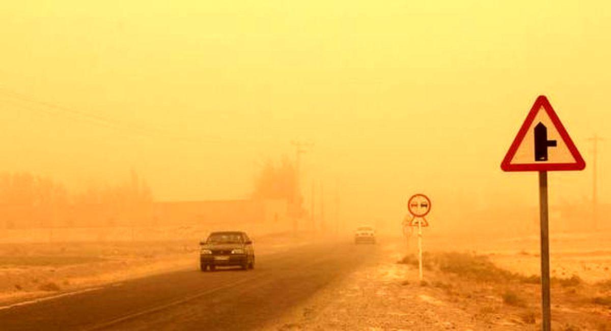 طوفان شن در محورهای مواصلاتی استان اصفهان / ضرورت کاهش تردد در  نائین و خوروبیابانک