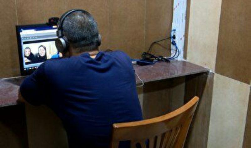 ارتباط آنلاین تصویری زندانیان بندرعباسی با خانواده هایشان