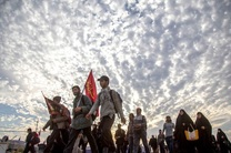 هدیه رهبر انقلاب به جوانان زائر استان هرمزگان