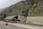 قطعه ۴ آزادراه تهران-شمال به دلیل ریزش کوه مسدود شد/تردد روان در محورهای چالوس، هرلز و فیروزکوه