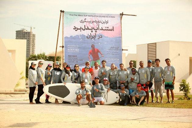 برنامه گسترش ورزش موج سواری با پارو را در جزیره کیش