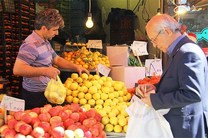 قیمت میوه های نوبرانه در بازار /قیمت سبزی پاک شده مورد تایید اتحادیه نیست