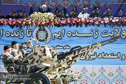 رژه یگان های نمونه ارتش با حضور رییس جمهوری