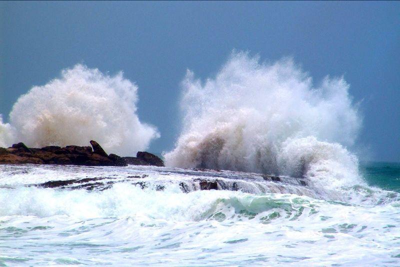 شناورهای سبک و صیادی از تردد دریایی خودداری کنند