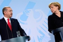 مرکل: بحث همکاری دفاعی برلین-پاریس در شورای اروپا طرح میشود