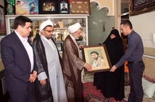 مدیرکل ارشاد استان اصفهان با خانواده شهید حججی دیدار کرد
