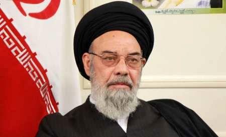 نماینده ولی فقیه در استان اصفهان درگذشت پدر سردار سلیمانی را تسلیت گفت