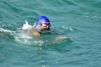 شنای ورزشکار هرمزگانی از بندر خصب تا بندرعباس