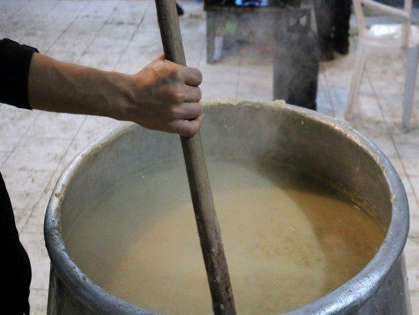 6 تن حلیم نذری در کاشان پخت و توزیع شد