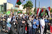 راهپیمایی دانشجویان و نمازگزاران در اعتراض به حملات رژیم صهیونیستی/ پرچم اسرائیل و آمریکا به آتش کشیده شد