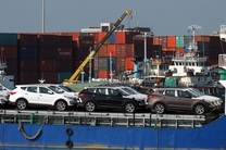 توقیف محموله خودروی خارجی قاچاق در آبهای هرمزگان