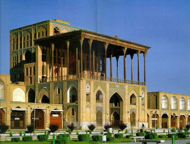 پایان عملیات استحکام بخشی ایوان کاخ عالی قاپو اصفهان