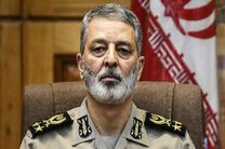 فرمانده کل ارتش جویای آخرین وضعیت سلامتی و درمان لاریجانی شد