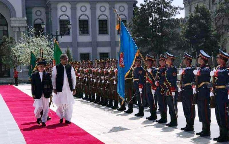 صلح با طالبان؛ موضوع اصلی سفر نخست وزیر پاکستان به افغانستان
