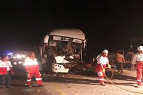 مصدومیت 22 نفر در تصادف تریلر با اتوبوس در جاده کاشان- قم